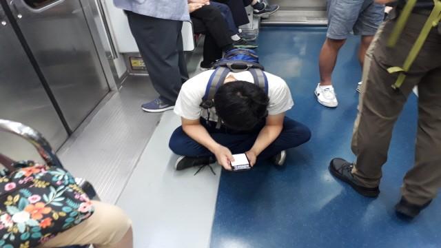 전철객차입구